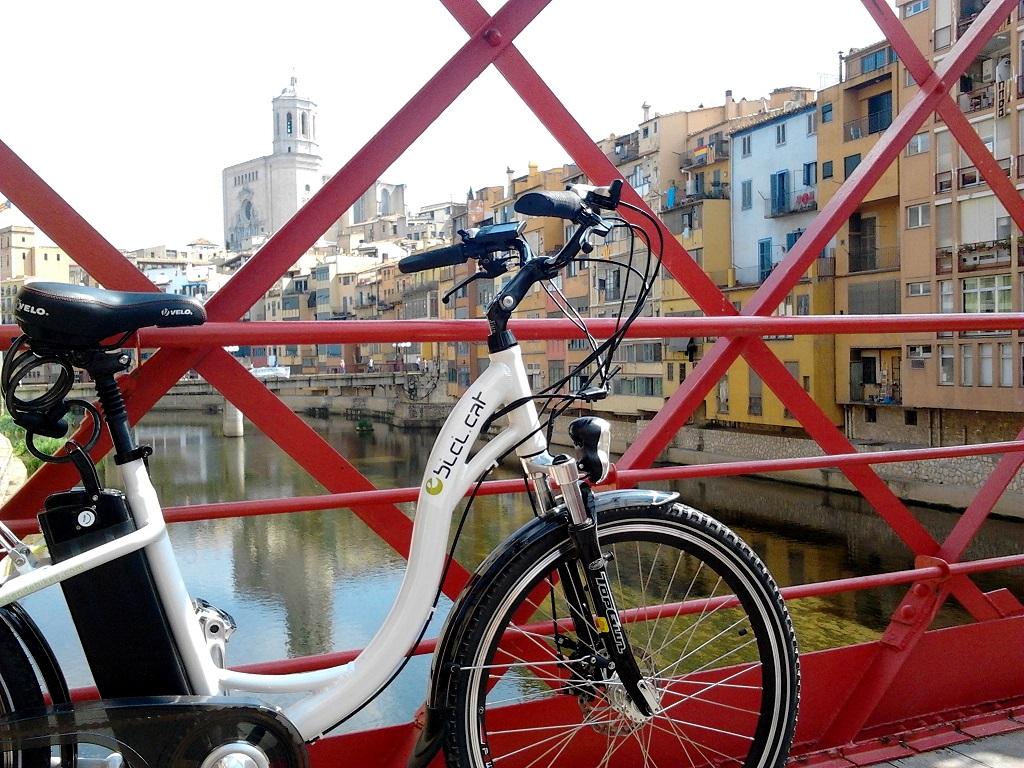 eBici.cat-Biciclick Girona evélo sur le pont Eiffel
