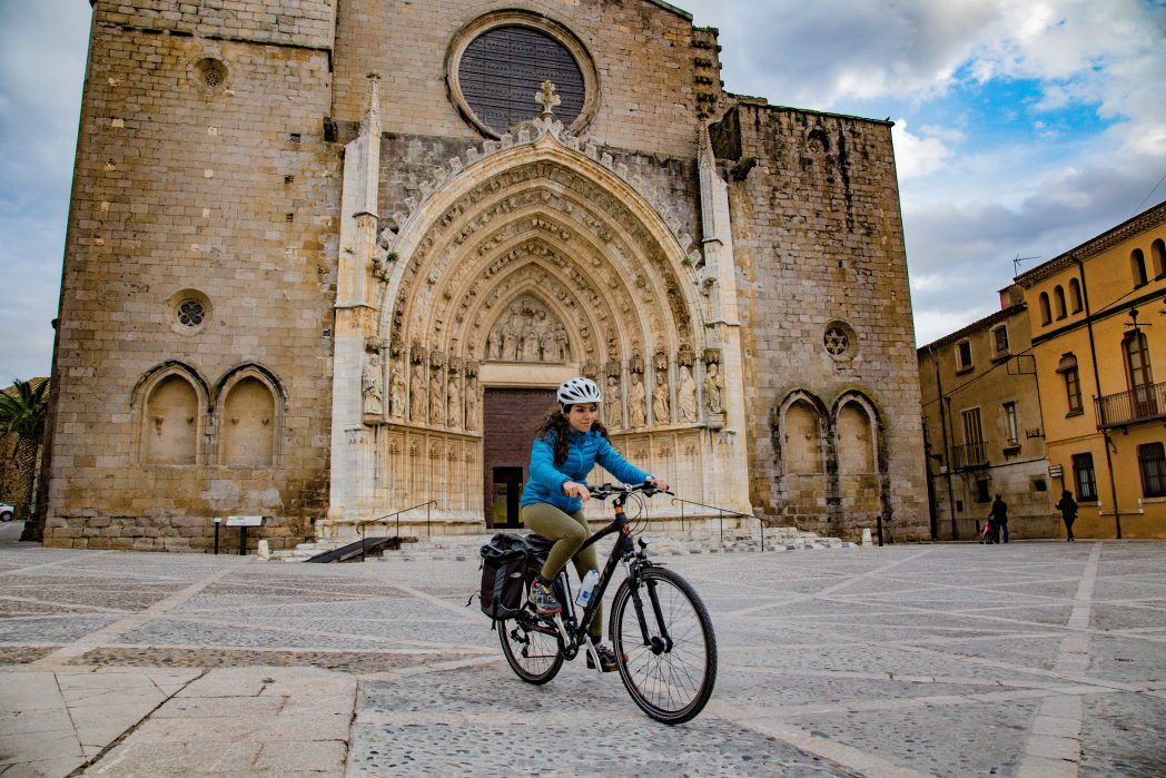 Cyclist in Castelló d'Empúries