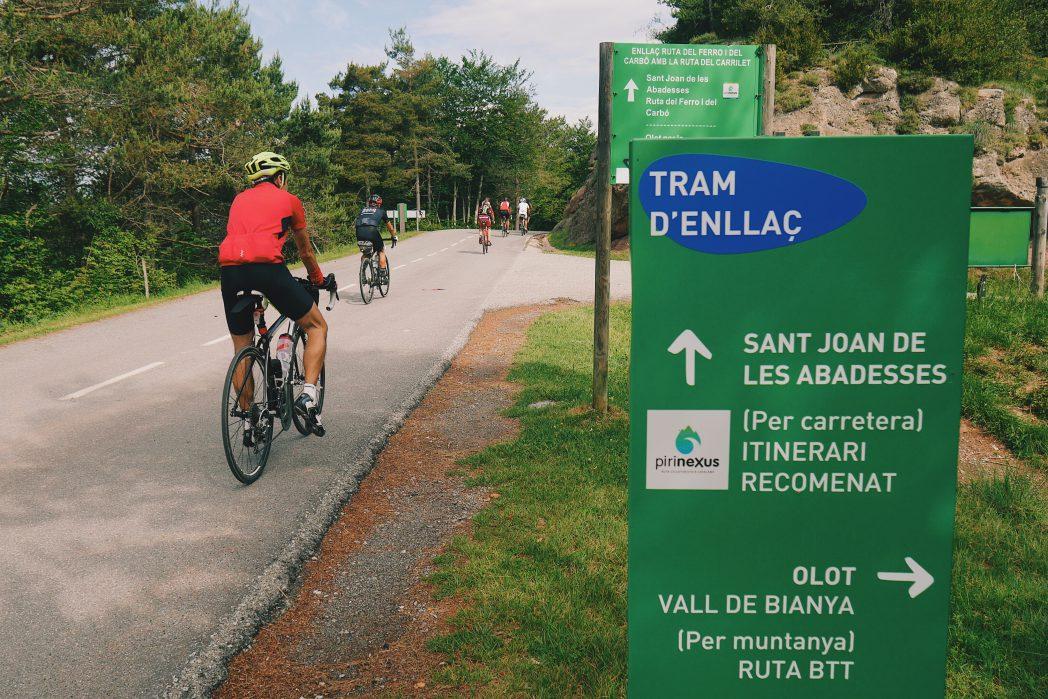 Ciclistes al tram d'enllaç Sant Joan de les Abadesses - Olot