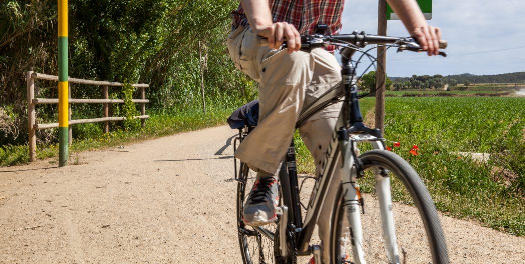 Ciclista por la Ruta del Tren Petit