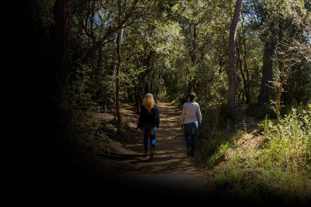 Femmes marchant sur la Route Thermale
