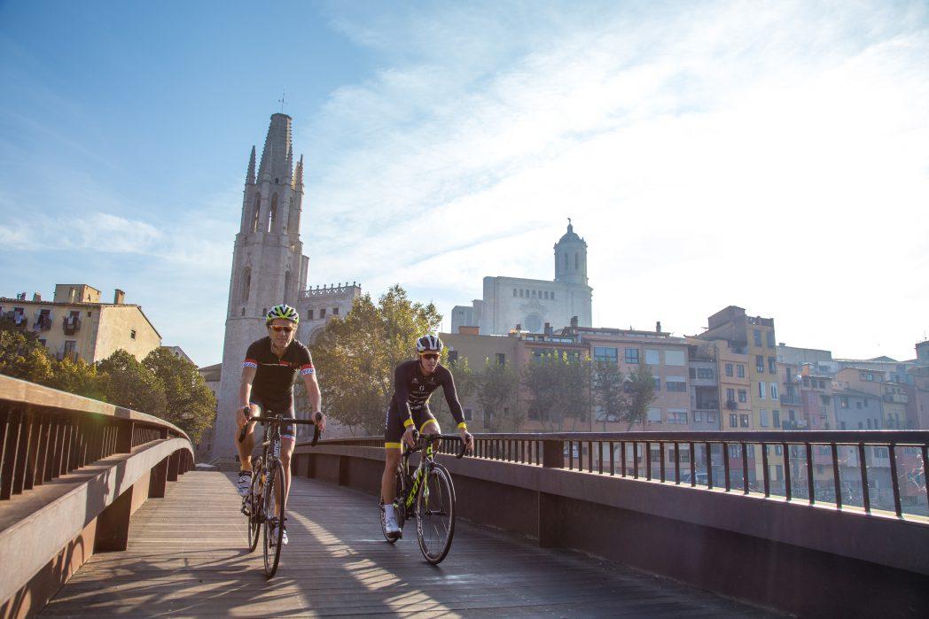 Ciclistas en Girona