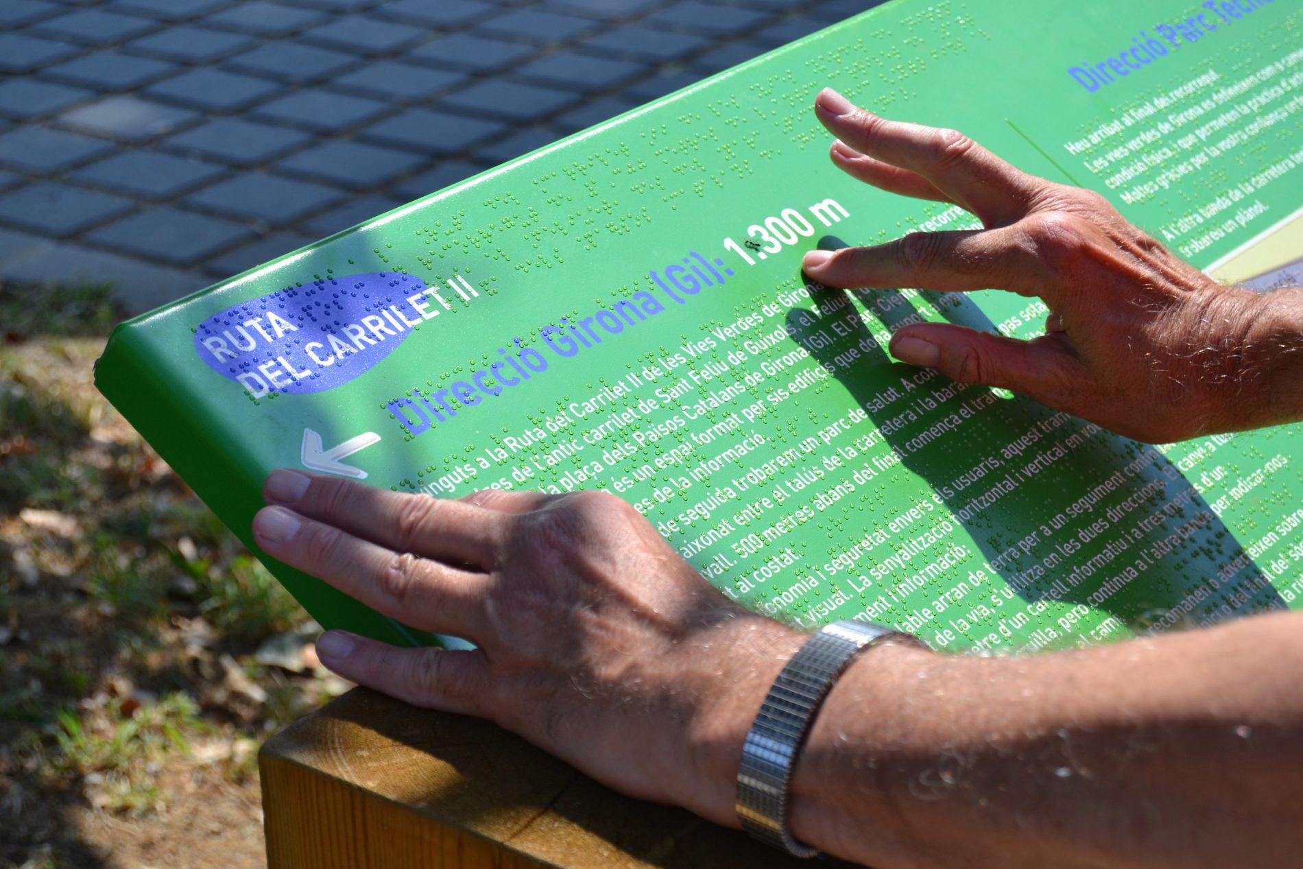 Cartel via verde en Braille