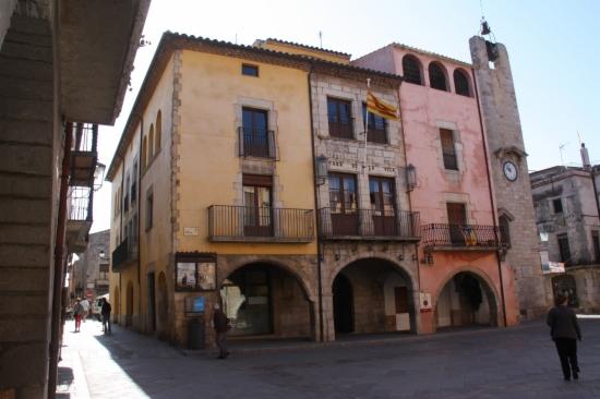 Plaça de la Vila a Torroella de Montgrí