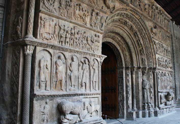 Porta del Monestir de Santa Maria, Ripoll