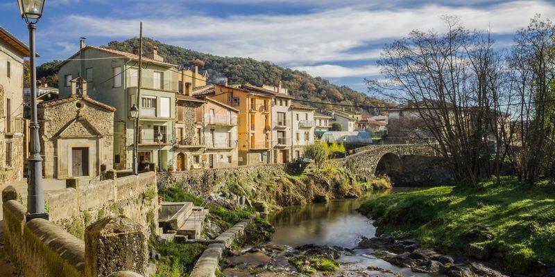 Sant Feliu de Pallerols i el pont
