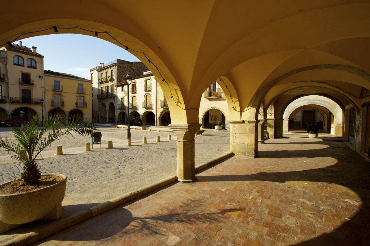 Plaza porticada de Amer