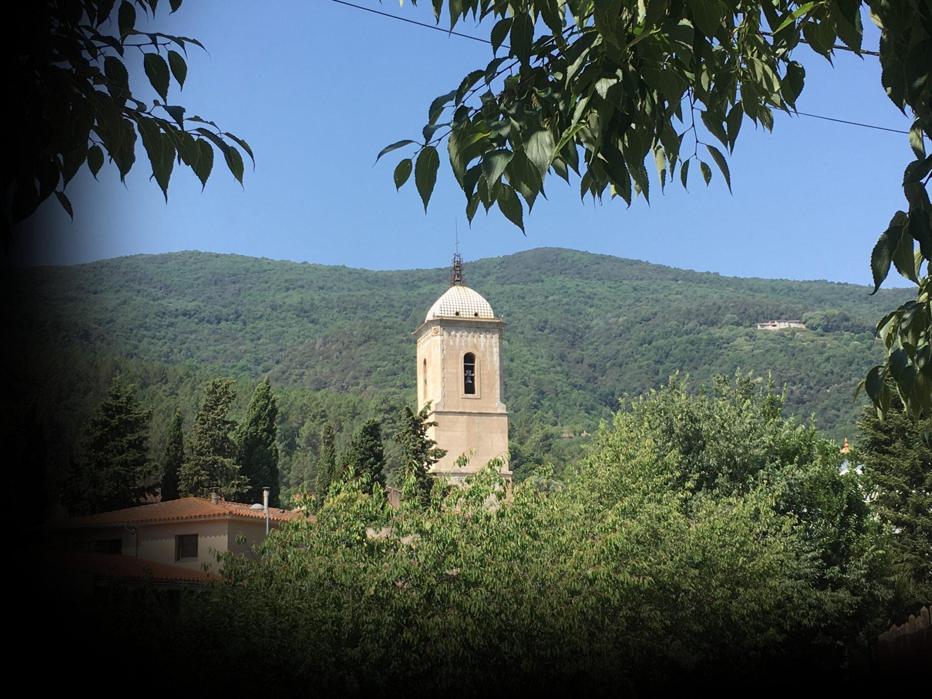 vista de la torre del monestir d'Amer