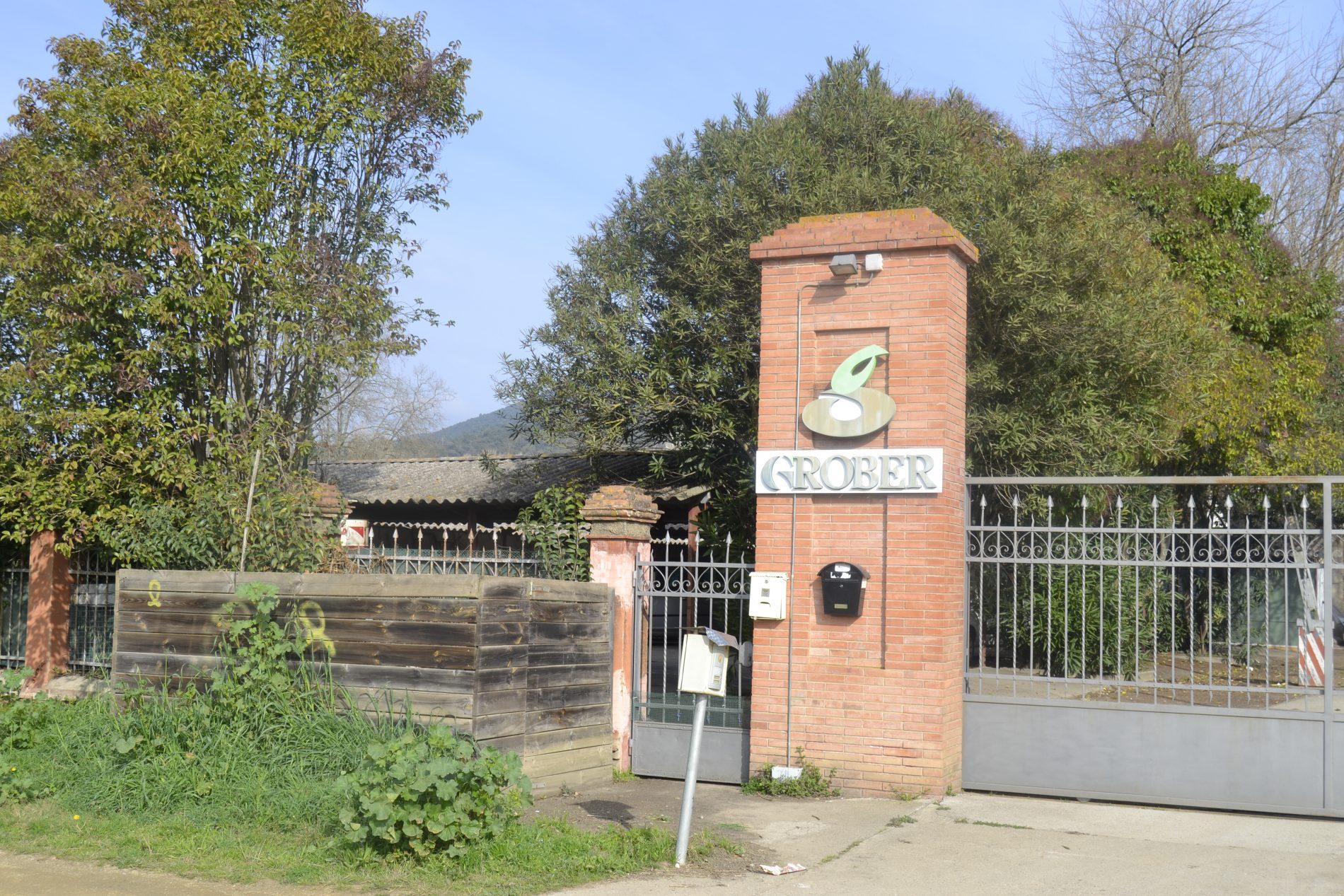 entrada a la fàbrica La Grober a Bescanó