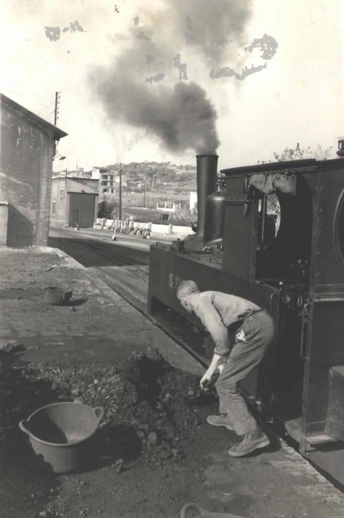 Fogoner carregant carbó